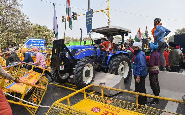 Farmers attempt to break barricades as they try to march towards Red Fort during Kisan Gantantra Par