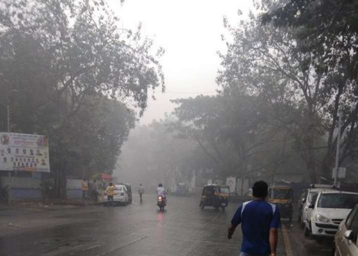 Rain lashes Mumbai, Thane; smog engulfs city amid worsening air quality