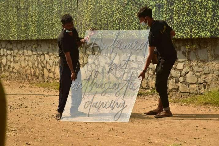 India Tv - Decorators outside the location