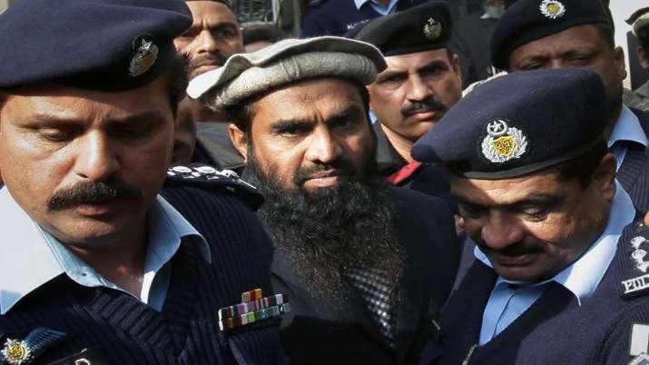 Pakistani police officers escort Zaki-ur-Rehman Lakhvi,