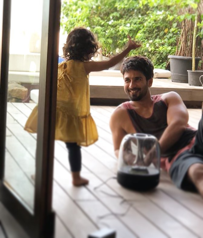 India Tv - 10 endearing pictures of Shahid Kapoor with wife Mira and kids