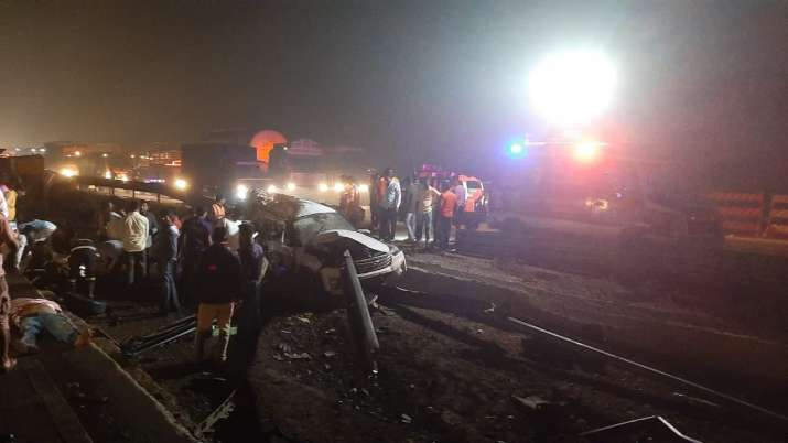 5 killed in collision between several vehicles on Mumbai - Pune Expressway