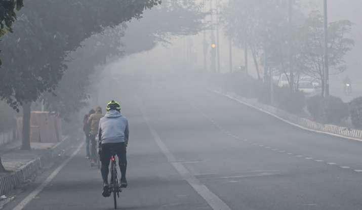 Delhi receives light rain; minimum temperature rose to 12°C