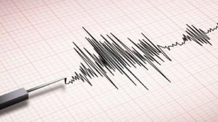 Strong earthquake shakes Kashmir as people run out of homes