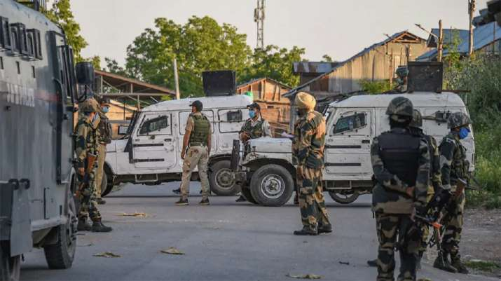 Jammu & Kashmir: 1 cop martyred, another injured in encounter between security forces, terrorists in