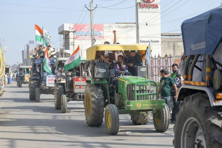 UP police issues notice to 220 tractor owners; Opposition says move to threaten farmers
