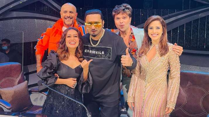 Indian Idol 12: Yo Yo Honey Singh, Vishal Dadlani hug and patch up on the reality show