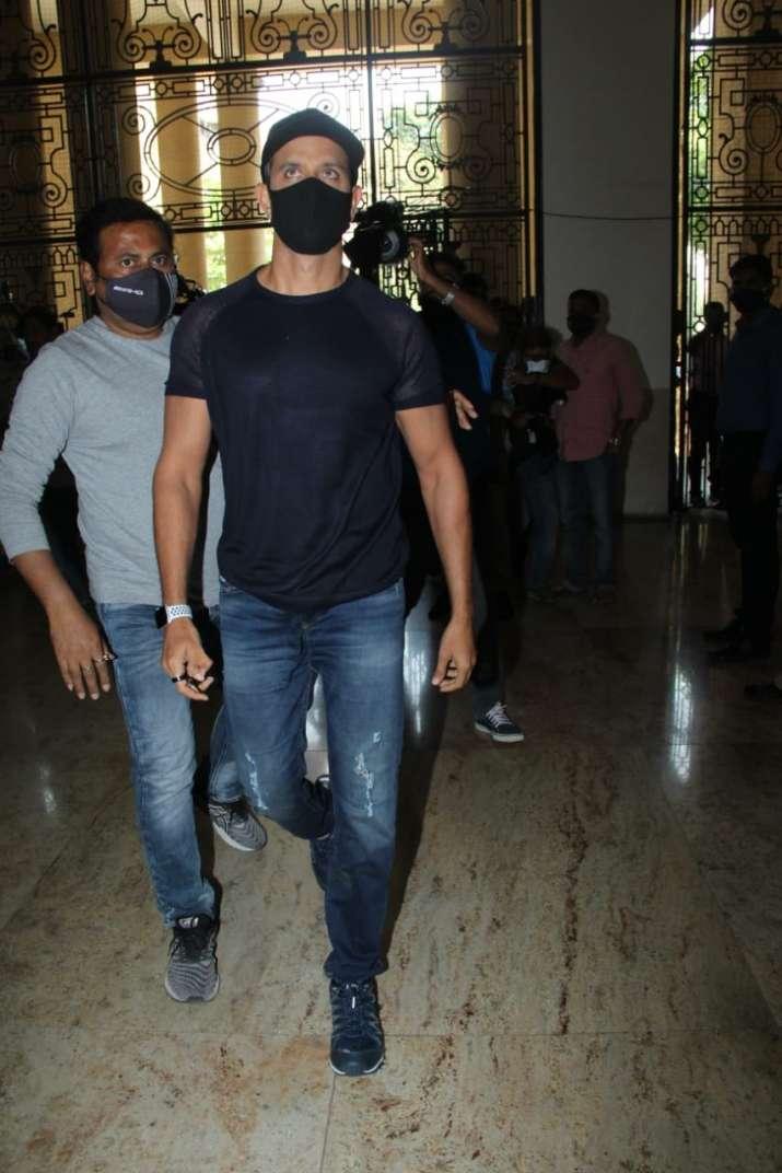 India Tv - Hrithik Roshan arrives to record statement against Kangana Ranaut