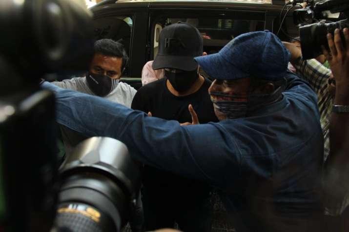 הודו טלוויזיה - האריתיק רושאן מגיע להצהרת שיא נגד קנגאנה רנאוט
