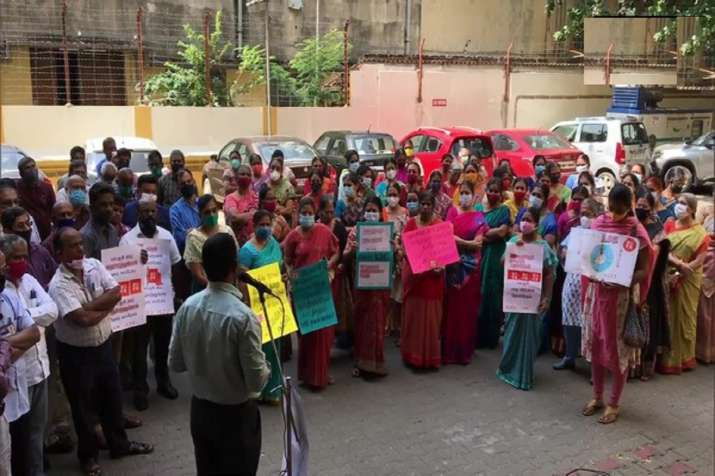 LIC employees protest against Centre's disinvestment
