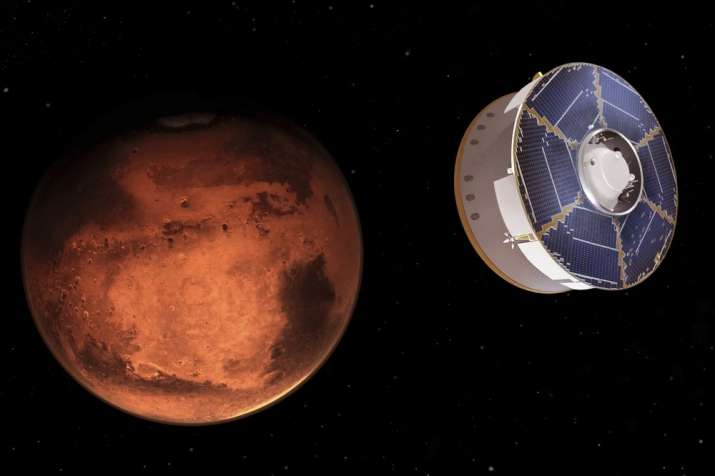 NASA depicts the Mars 2020 spacecraft carrying the Perseverance rover as it approaches Mars.