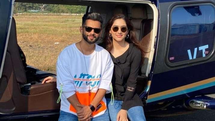 Rahul Vaidya, girlfriend Disha Parmar jet off for a vacation