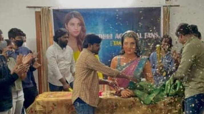 India Tv - Nidhhi Agerwal fans celebrate Valentine's Day in unique style by erecting and worshipping her idol