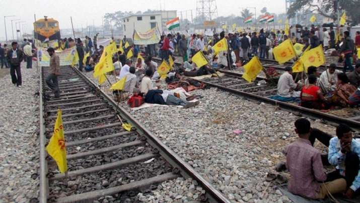Now, protesting farmers announce 4-hour nationwide 'rail
