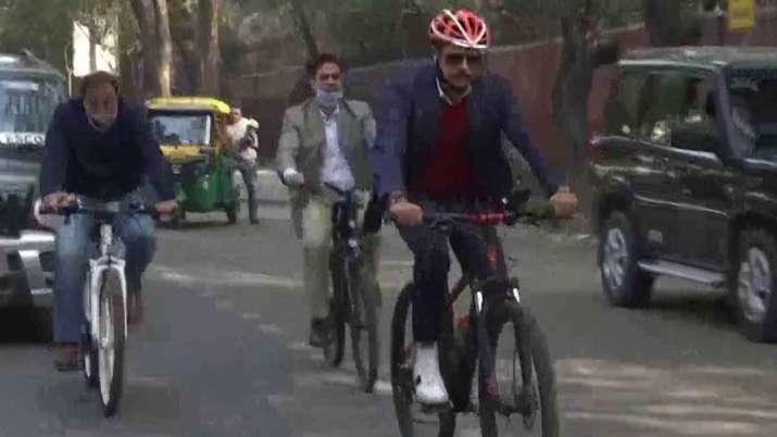 robert vadra cycle
