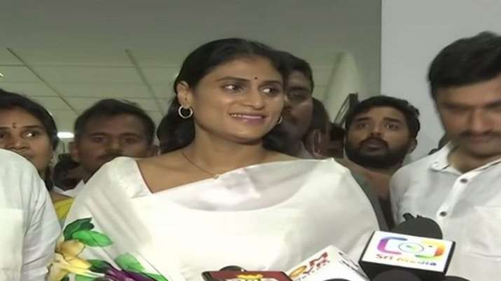 Need for change in Telangana, decision on forming new party soon, says YS Sharmila