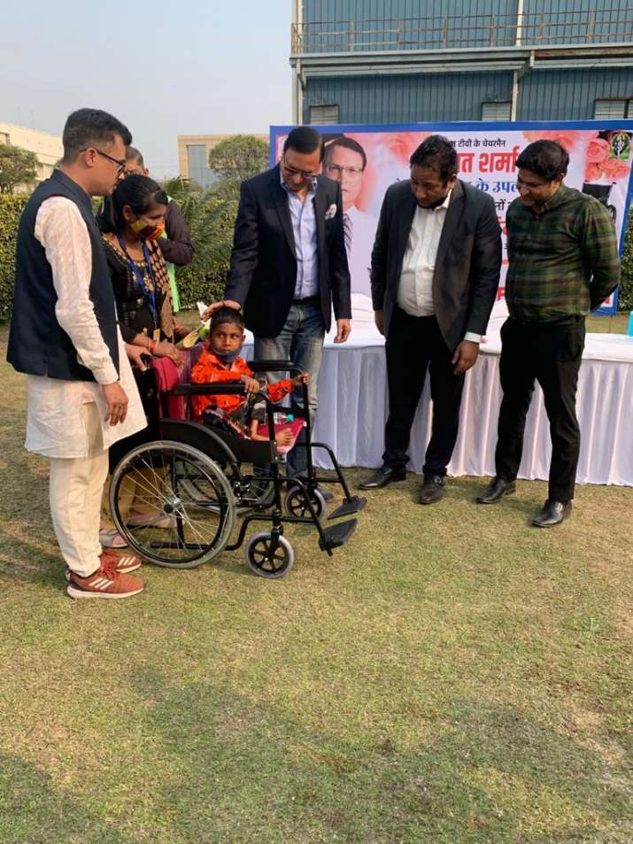 India Tv - Rajat Sharma distributes wheelchairs among divyang children, elderly