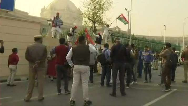samajwadi party, up assembly session, farmers protest