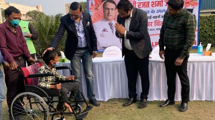 Rajat Sharma distributes wheelchairs among divyang