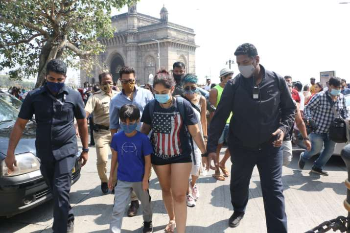 India Tv - Aamir Khan & family spotted at the Gateway Of India