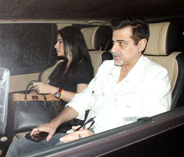 India Tv - Sanjay Kapoor with wife outside the Kapoor mansion on Sunday.