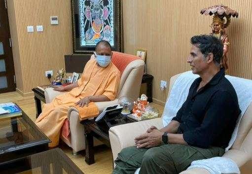Akshay kumar meets yogi adityanath, adityanath akshay kumar meeting, akshay kumar yogi adityanath me