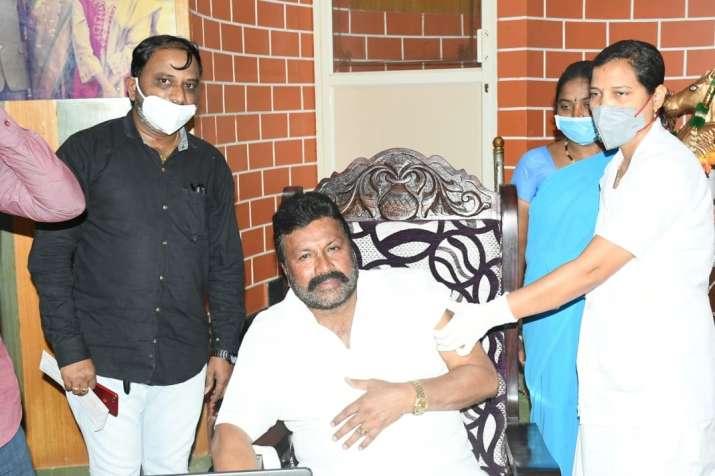 Karnataka minister BC Patil, Karnataka minister home vaccination controversy, health ministry report