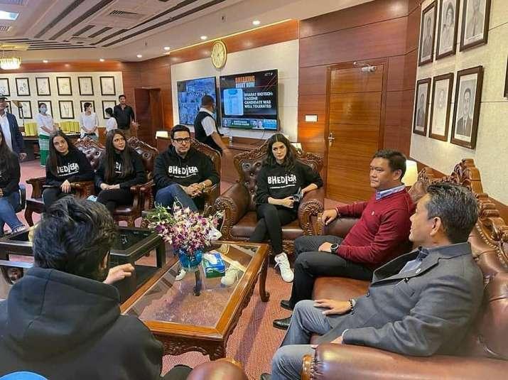 India Tv - Varun Dhawan, Kriti Sanon-starrer team Bhediya meets Arunachal CM
