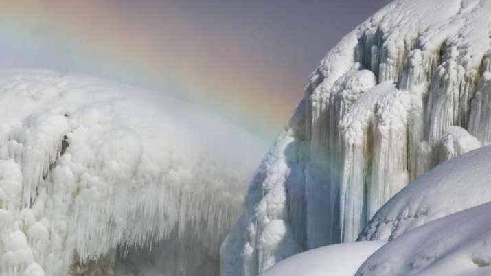 Pictures and videos of half-frozen Niagara Falls leave Tweeple amazed. Seen them yet?