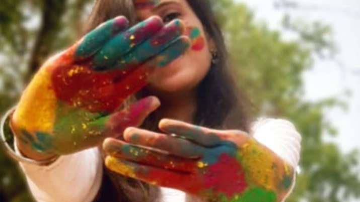 Holi 2021: Natural and organic colours to cool, energizing drinks, benefits of celebrating this fest