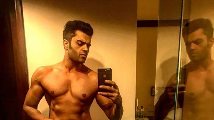 Maniesh Paul flaunts washboard abs in throwback picture on Instagram
