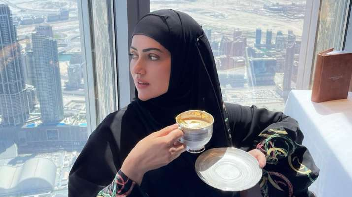 Sana Khan's gold-plated coffee date on top of Burj Khalifa with husband Anas Saiyad is so dreamy