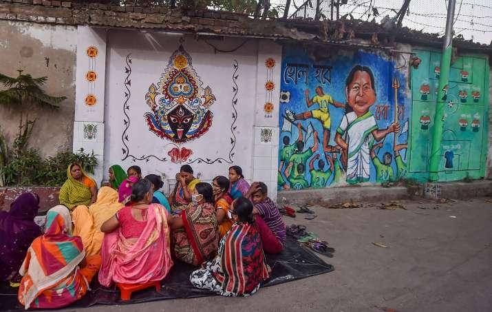 It's 'Khela Hobe' vs 'Jai Shri Ram' even at Bengal sweet