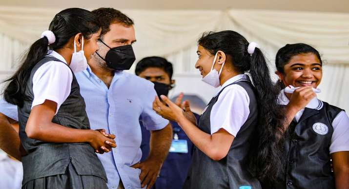 Rahul Gandhi in Tamil Nadu: Rahul Gandhi was seen doing push-ups before students in Mulagumoodu, Tamil Nadu on Monday.