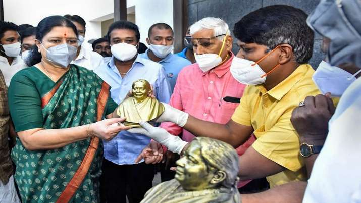 Expelled AIADMK leader VK Sasikala being felicitated on her