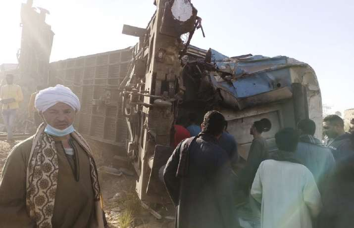 Trains crash in southern Egypt