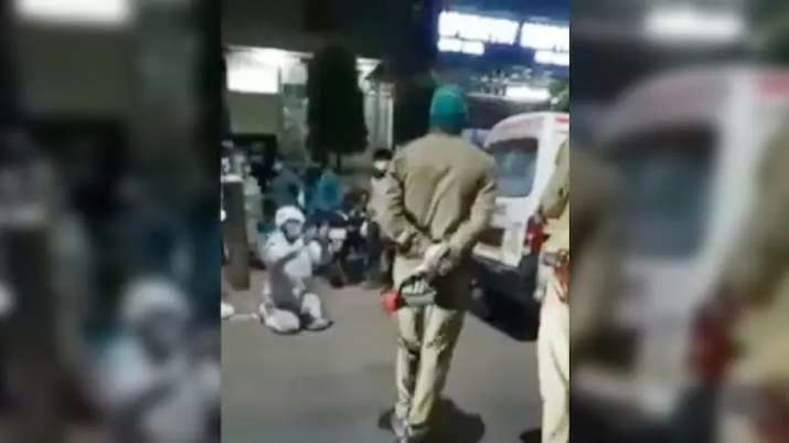 Agra cops 'snatch' oxygen cylinder from man, mother