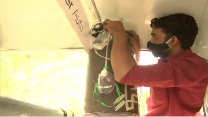 India Tv - Bhopal, auto driver, ambulance service, coronavirus, oxygen cylinder