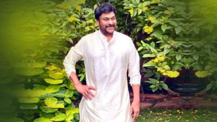 Megastar Chiranjeevi to supply free COVID-19 vaccine to cine workers, journalists | VIDEO