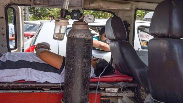 Delhi hospitals oxygen supply manish sisodia letter to hardh vardhan covid cases latest news updates