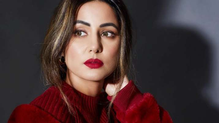 Hina Khan mourns demise of father, shares emotional message thanking fans for 'support and love'
