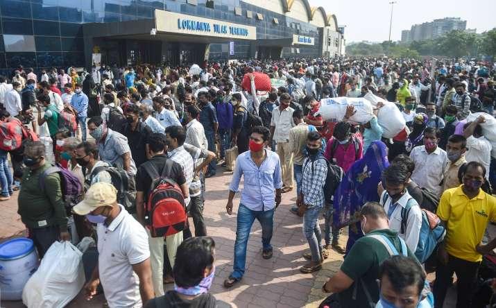 mumbai lockdown, mumbai trains, migrants leave mumbai