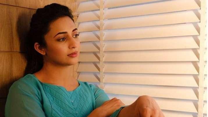Divyanka Tripathi pens heartfelt note as she mourns demise of fan