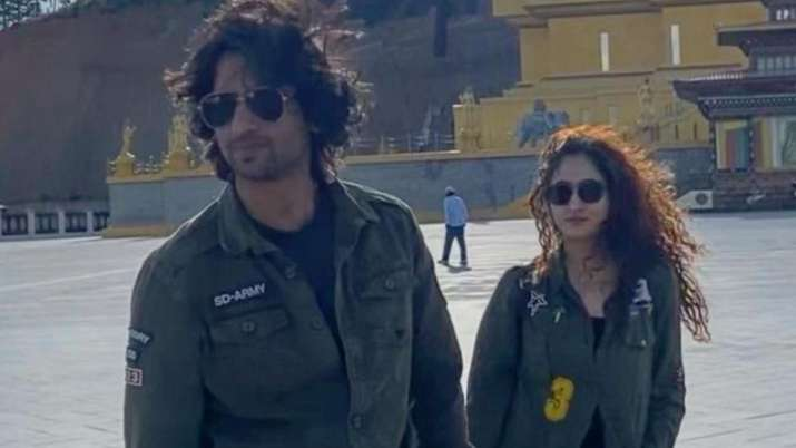Shaheer Sheikh shares lovestruck pic with wife Ruchikaa Kapoor on six month anniversary