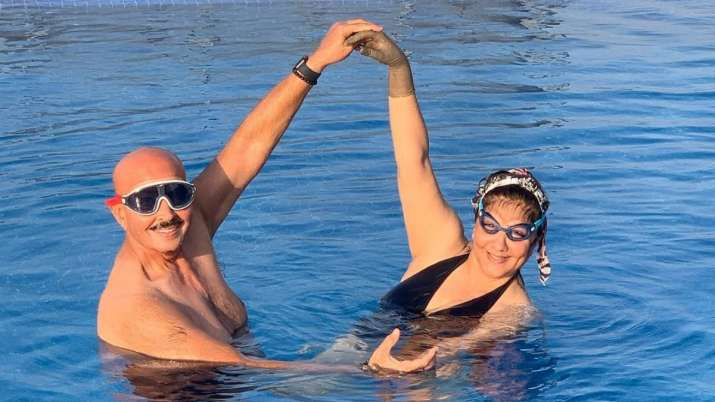 Rakesh Roshan drops flirtatious comment on wife Pinkie's pool photo