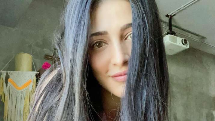 Shruti Haasan lashes out on celebs holidaying during pandemic; shares her lockdown stories