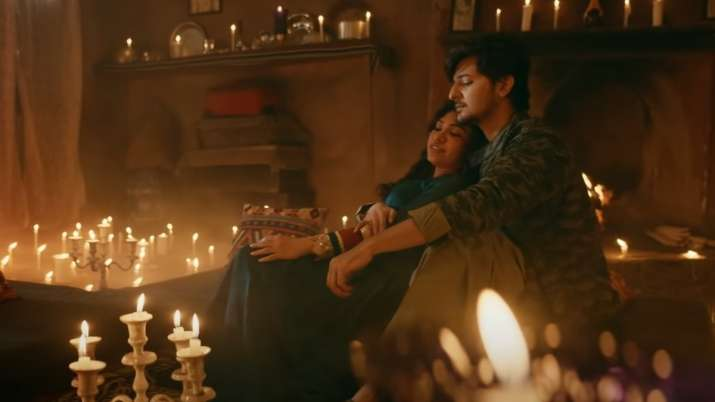 'Is Qadar' song out: Tulsi Kumar, Darshan Raval's endearing chemistry wins hearts in new song