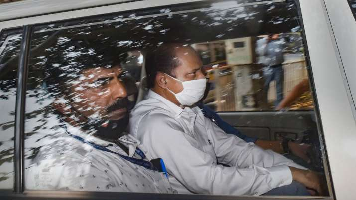 Rs 26.50 lakh withdrawn from Sachin Vaze's joint a/c after arrest: NIA