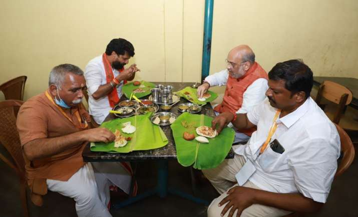 After rally and roadshow, Shah enjoys dinner at 'dhaba' in Tamil Nadu