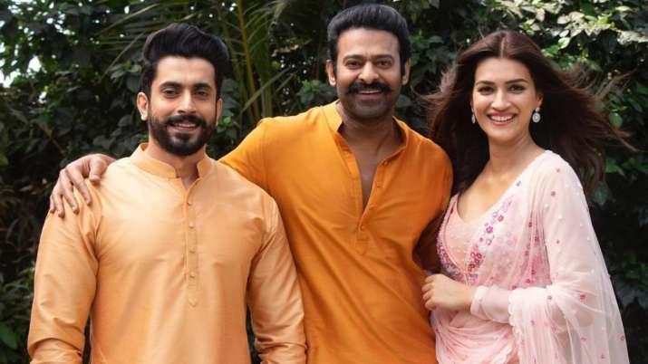 Sunny Singh con Prabhas y Kriti Sanon